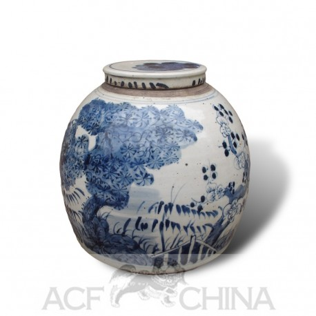 Medium sized, chinese ginger jar with blue and white underglaze decoration