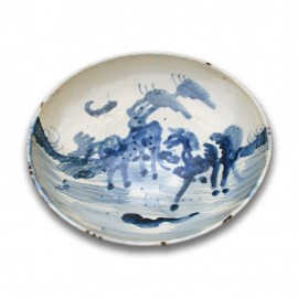 Medium size Chinese blue and white round porcelain dish