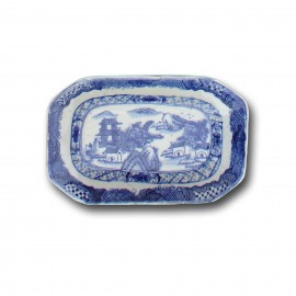Small qianlong style Chinese blue and white octagonal porcelain dish